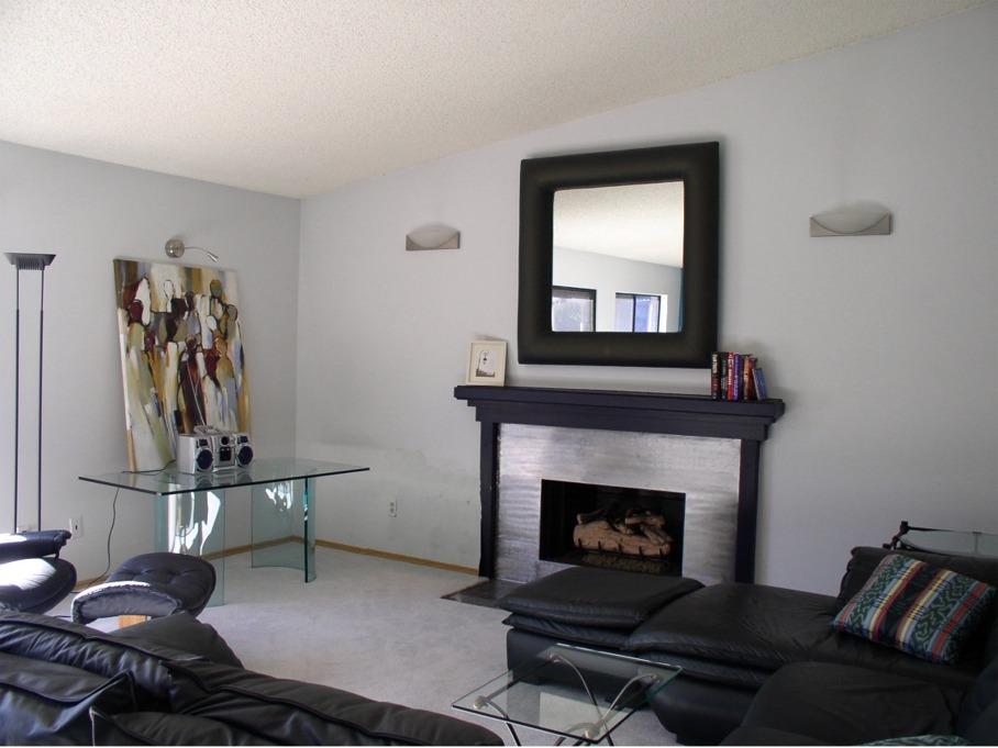 LR w/fireplace
